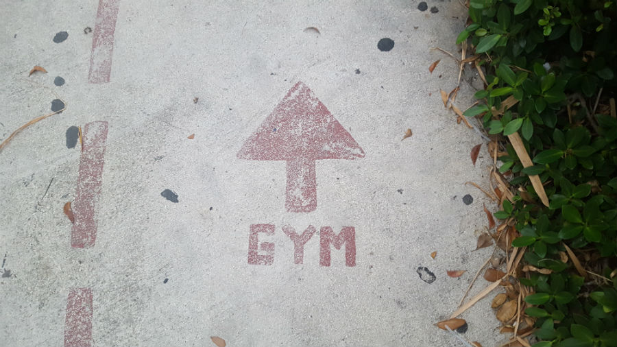 will lifting weights make me bulky gym sign